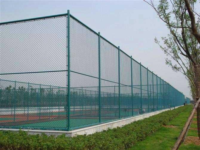 怎样发挥体育场围网的优势?