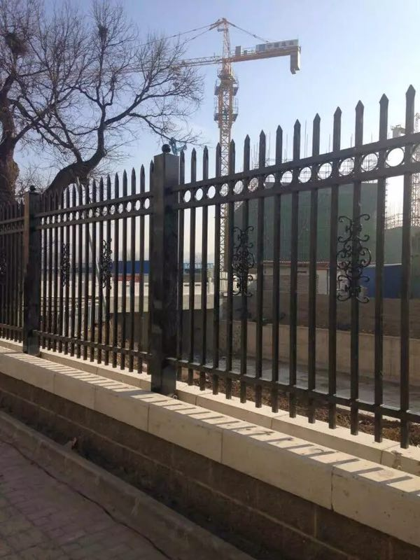 日子中如何对锌钢护栏进行保养?