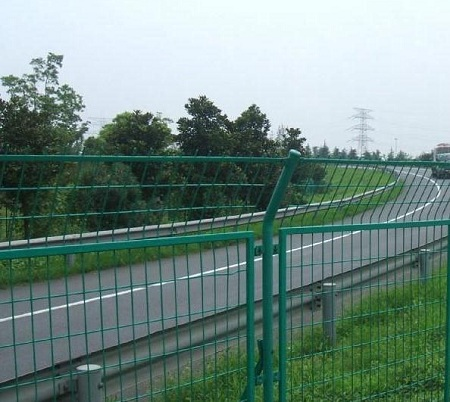深圳护栏网,公路护栏网的主要形式和作用