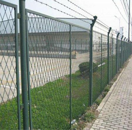 安全防护网厂家当中的机场护栏产品