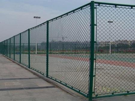 体育场围网厂家:球场围栏网安装时需注意的细节问题