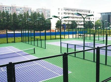 体育场围网厂家:防止球场围网产生白锈的小技巧