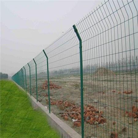 铁丝网厂家:让双边铁丝网围栏更结实的方法